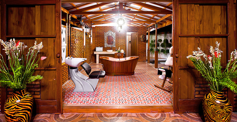 Puri Nirwana - Antique spa bathroom